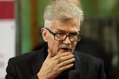 'То Кикабидзе муйню сморозит, то Улицкая': скандальный писатель зло ответил на критику России