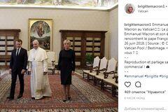 Перша леді Франції порушила етикет на зустрічі з Папою Римським