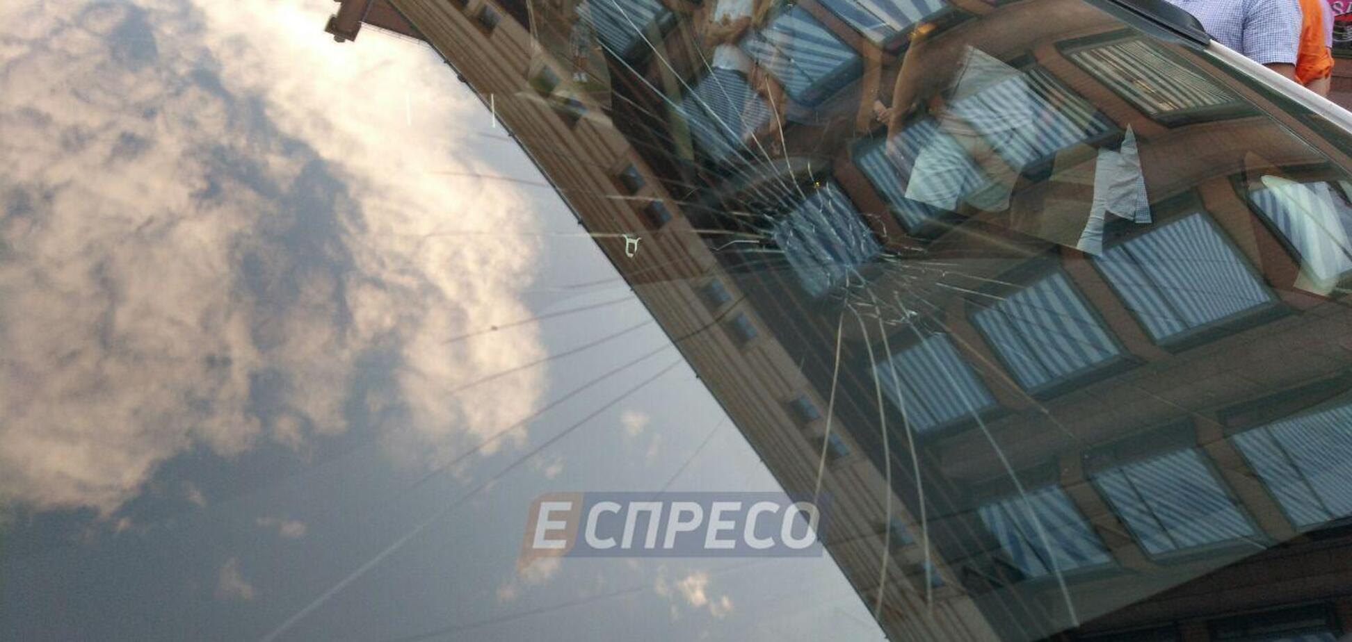 Пробігся по машині копів: в центрі Києва спіймали нахабного хулігана