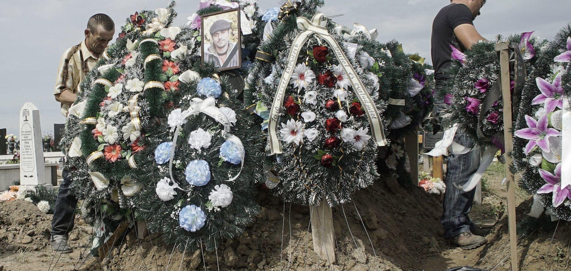 'Это был свет мой': на Закарпатье похоронили жестоко убитого во Львове рома