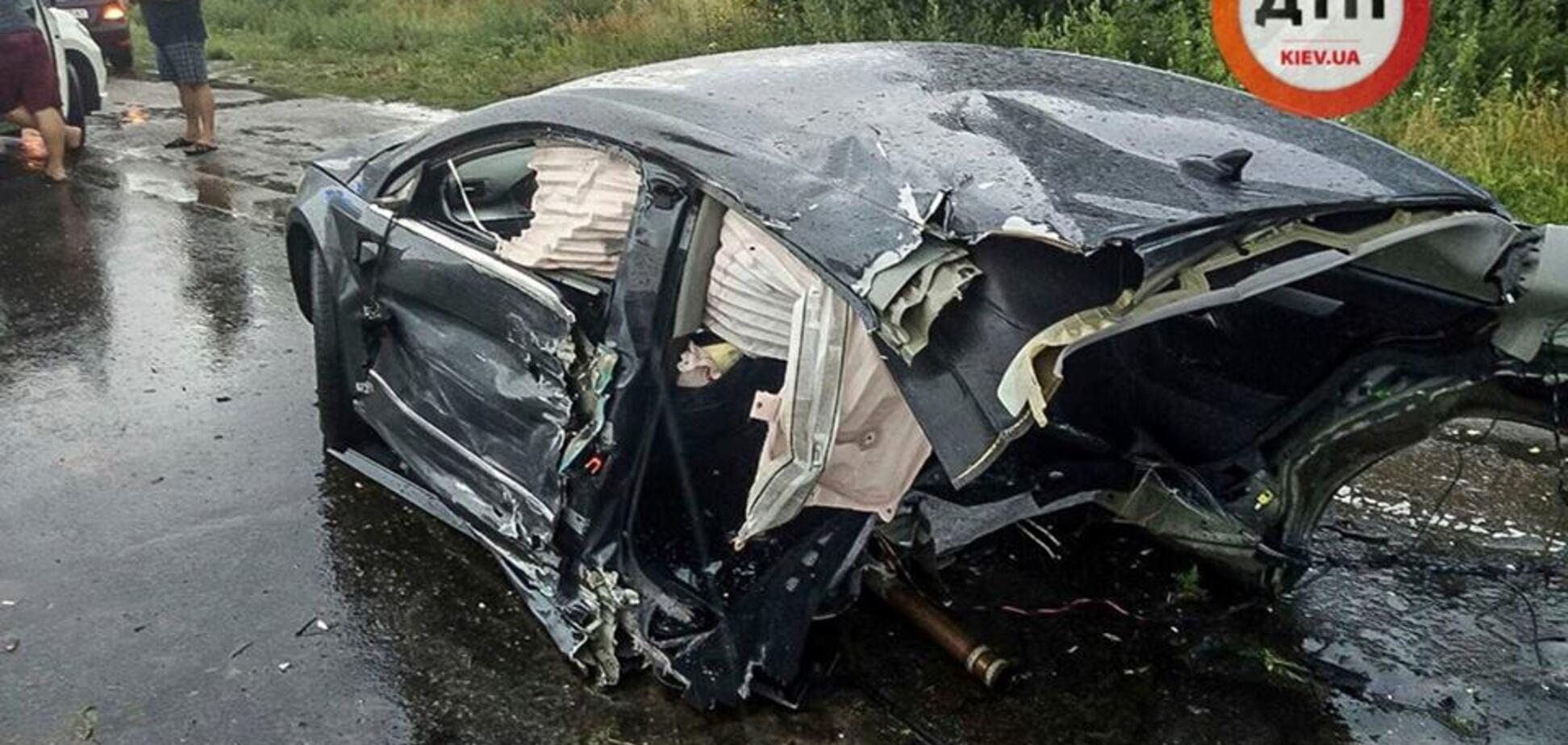 Розірвало навпіл: під Києвом сталася страшна ДТП з вантажівкою