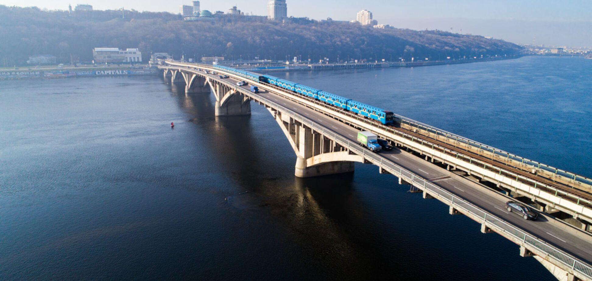 Рухнет в любой момент: стало известно о проблемах киевского моста