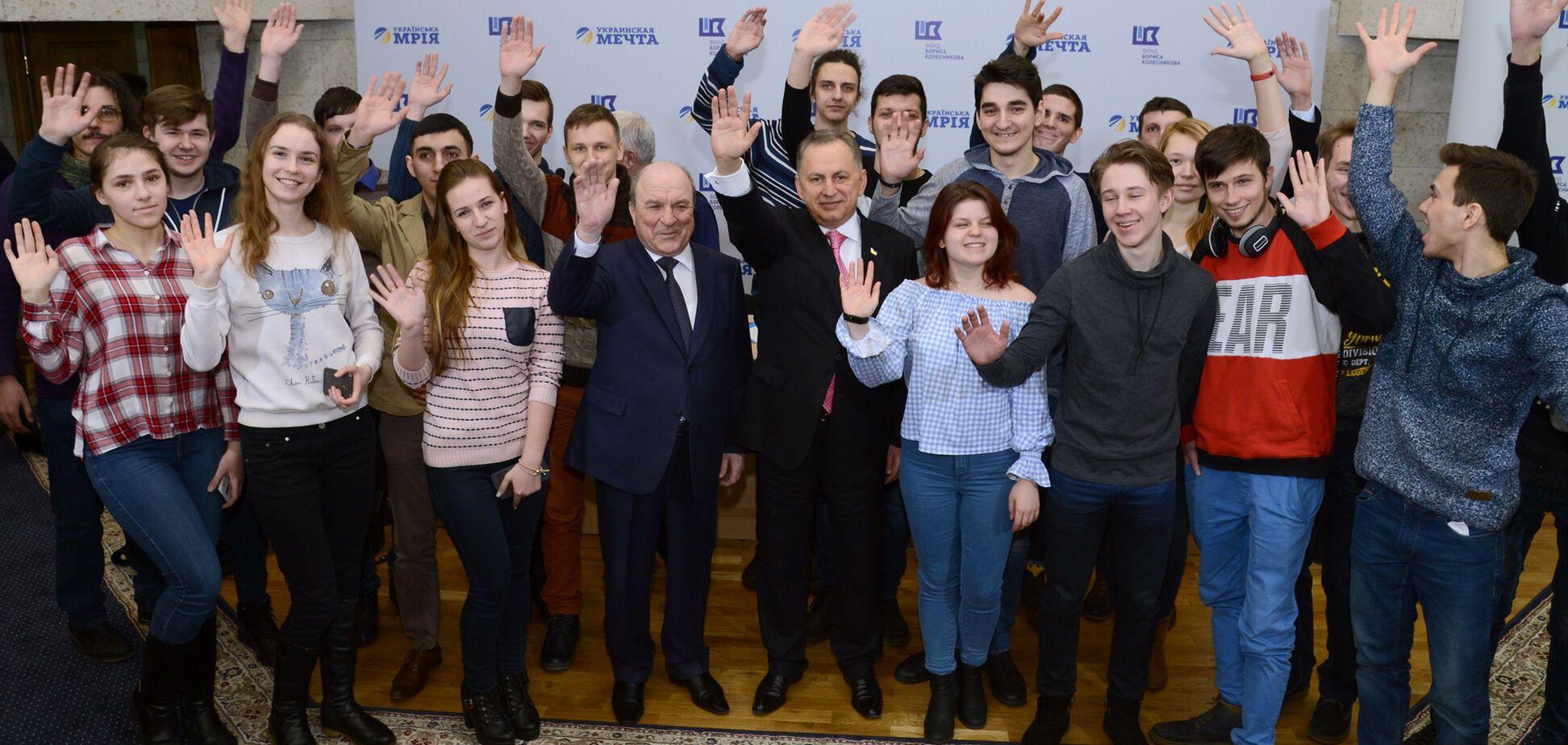 Сто молодых программистов Украины борются за поездку в Японию в престижном конкурсе