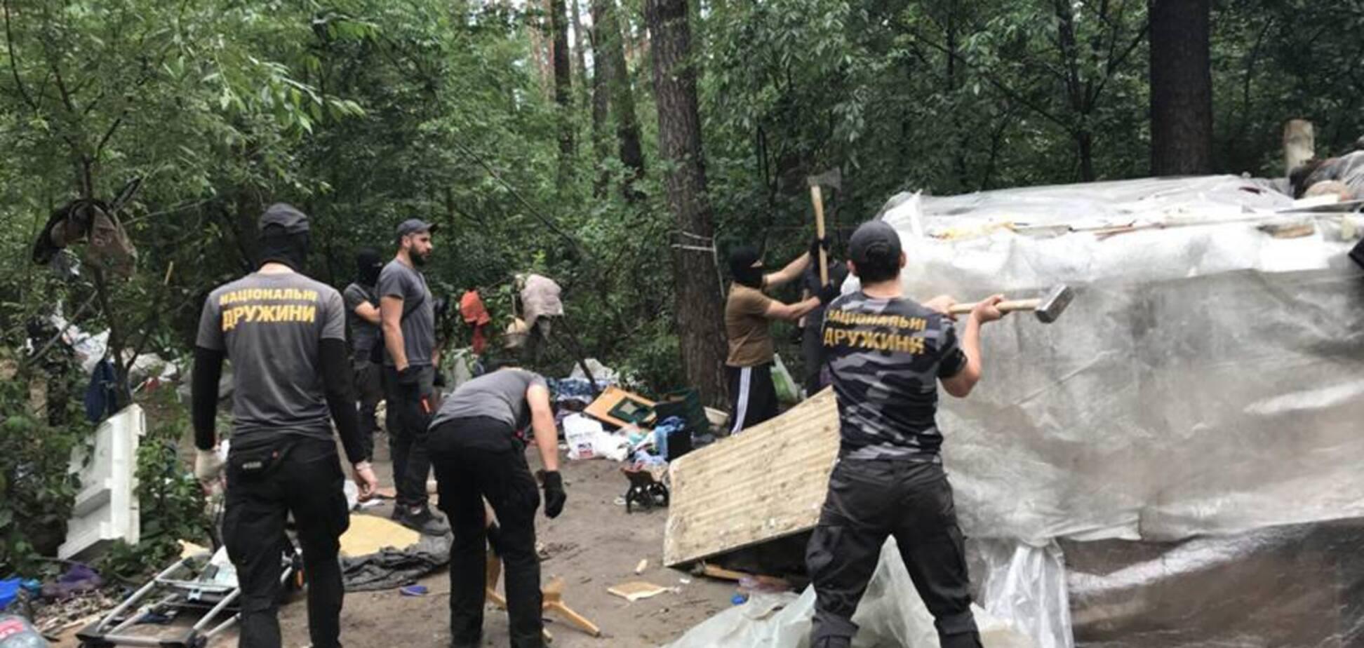 'Нацдружины' жестко разнесли лагерь ромов в Киеве