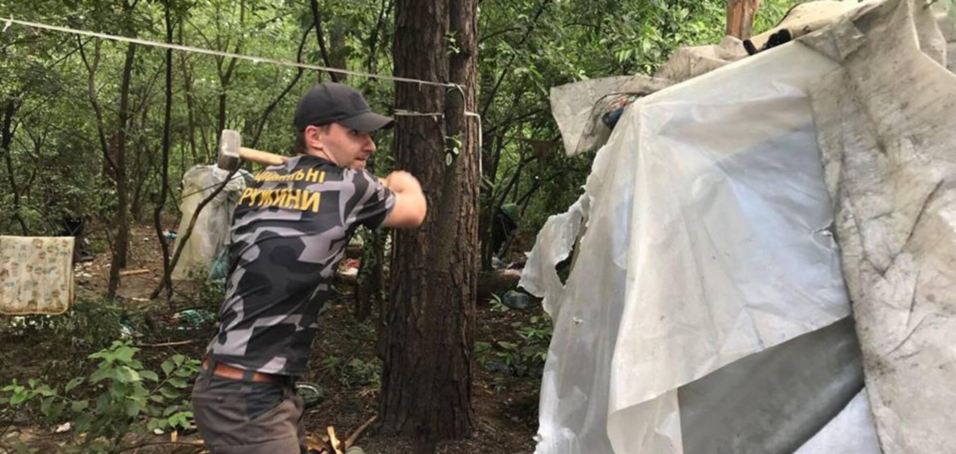 Разгром лагеря ромов в Киеве: 'Нацдружины' объяснились