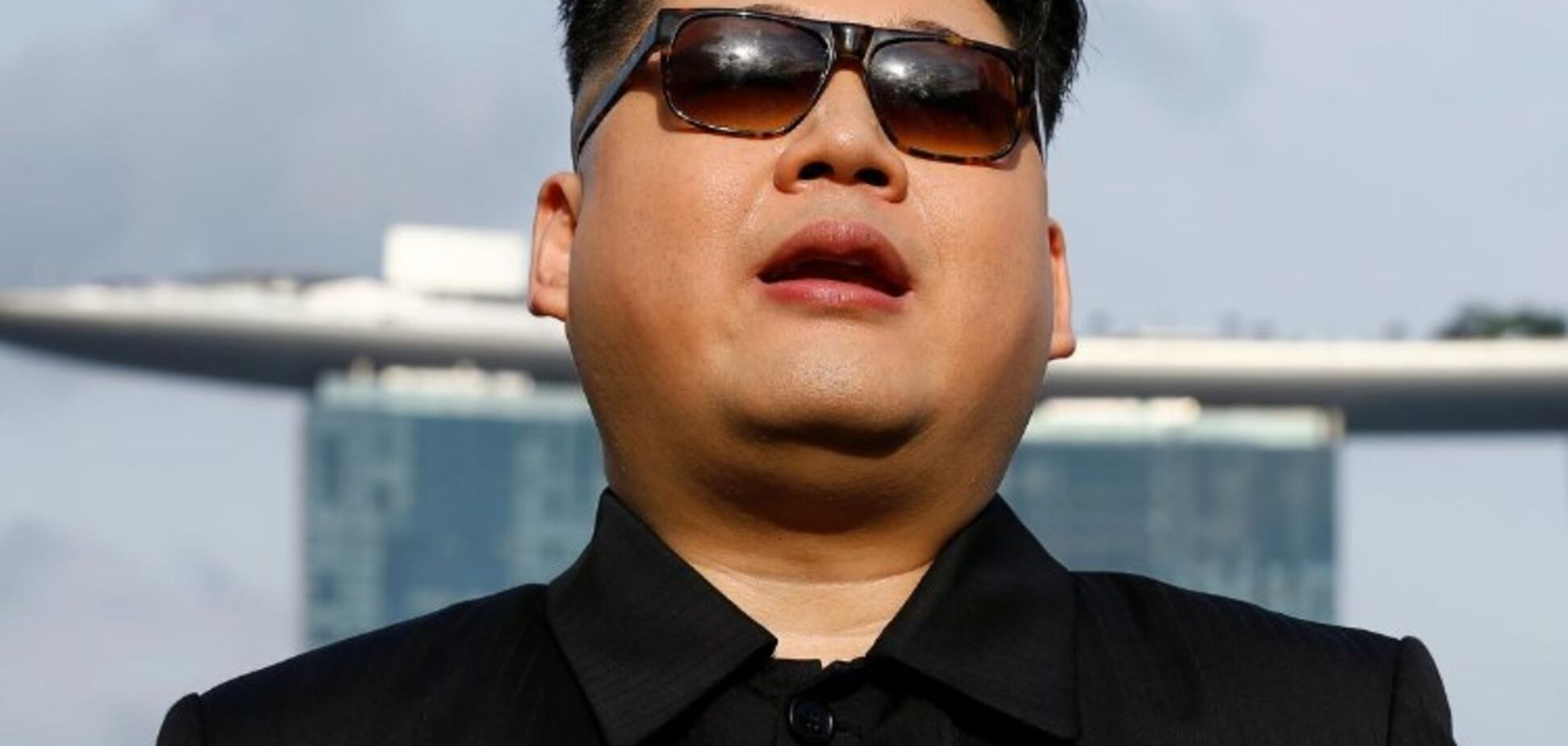 Прибыл не вовремя: в Сингапуре задержали 'Ким Чен Ына'
