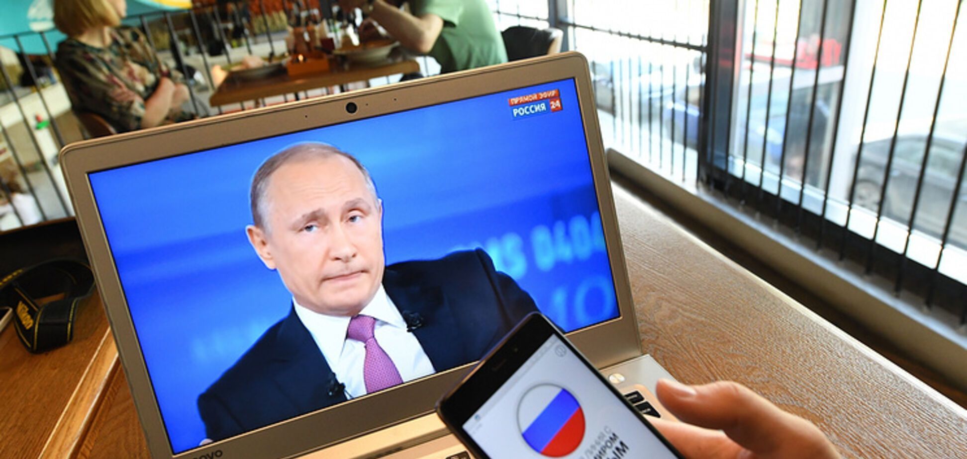 Вместо людей Путин общался с досками
