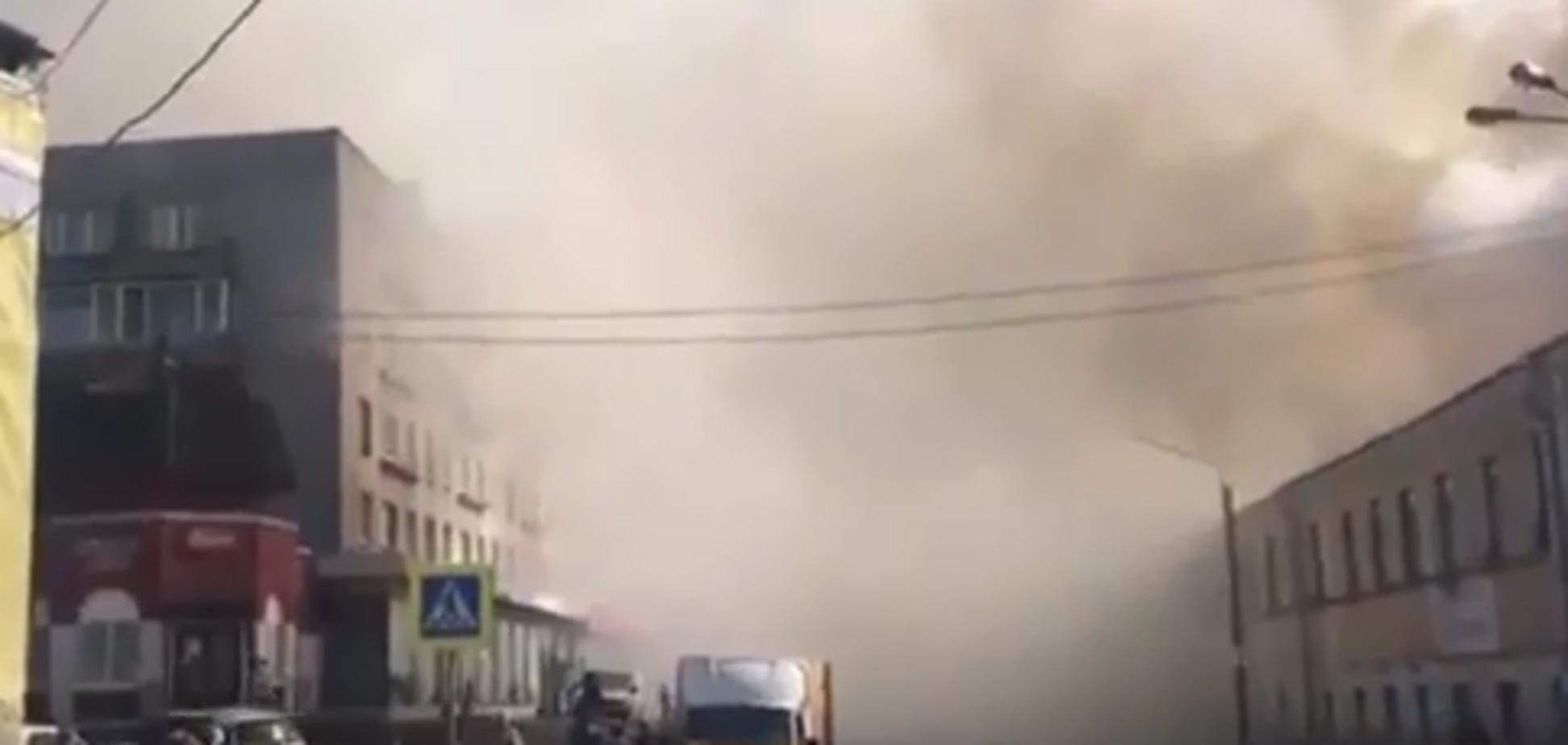 Валять клуби диму: в Росії нова НП у торговому центрі. Перше відео
