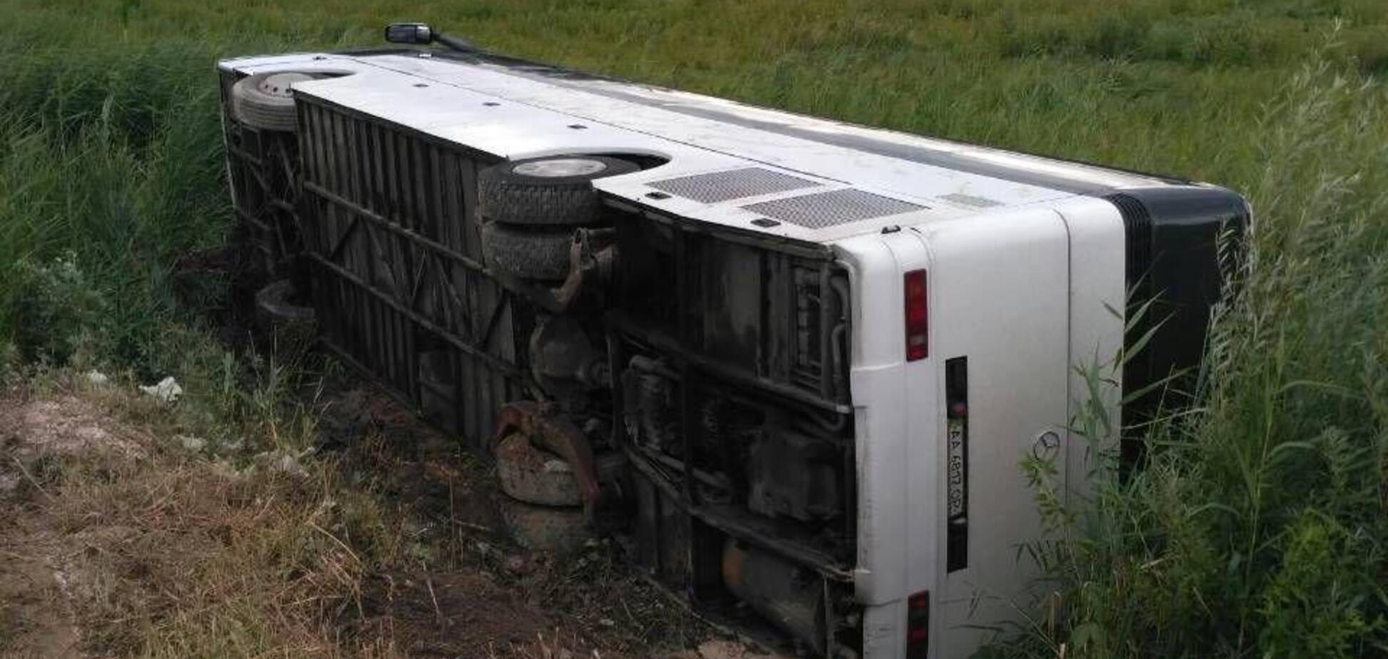 На Ривненщине перевернулся автобус с 53 пассажирами: фото ДТП