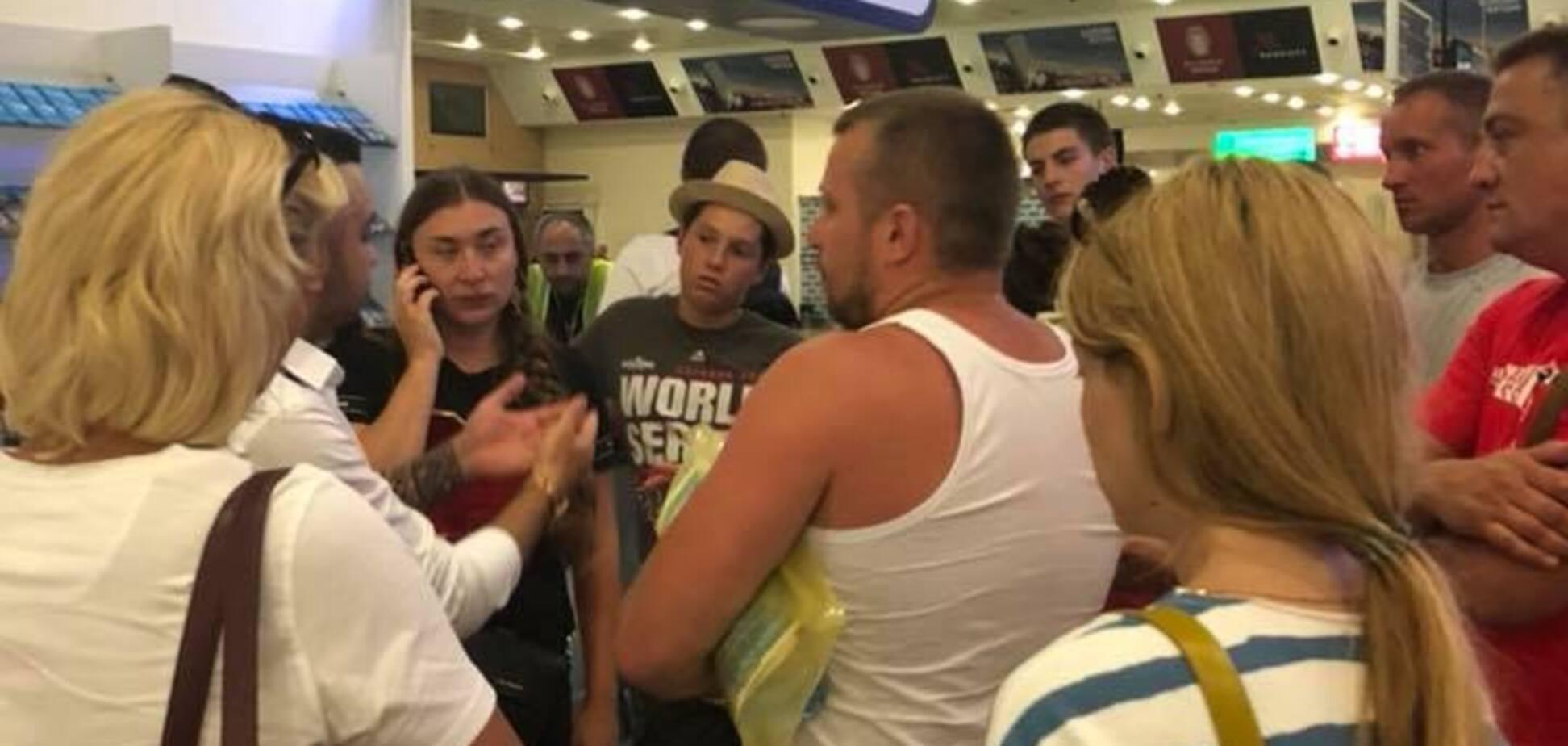 Сплять на валізах, є травмовані: в Батумі застрягли 48 українських туристів