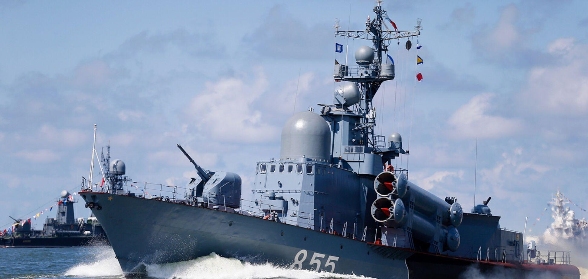 Проверки и военные катера. Россия решила 'откусить' у Украины и Азовское море