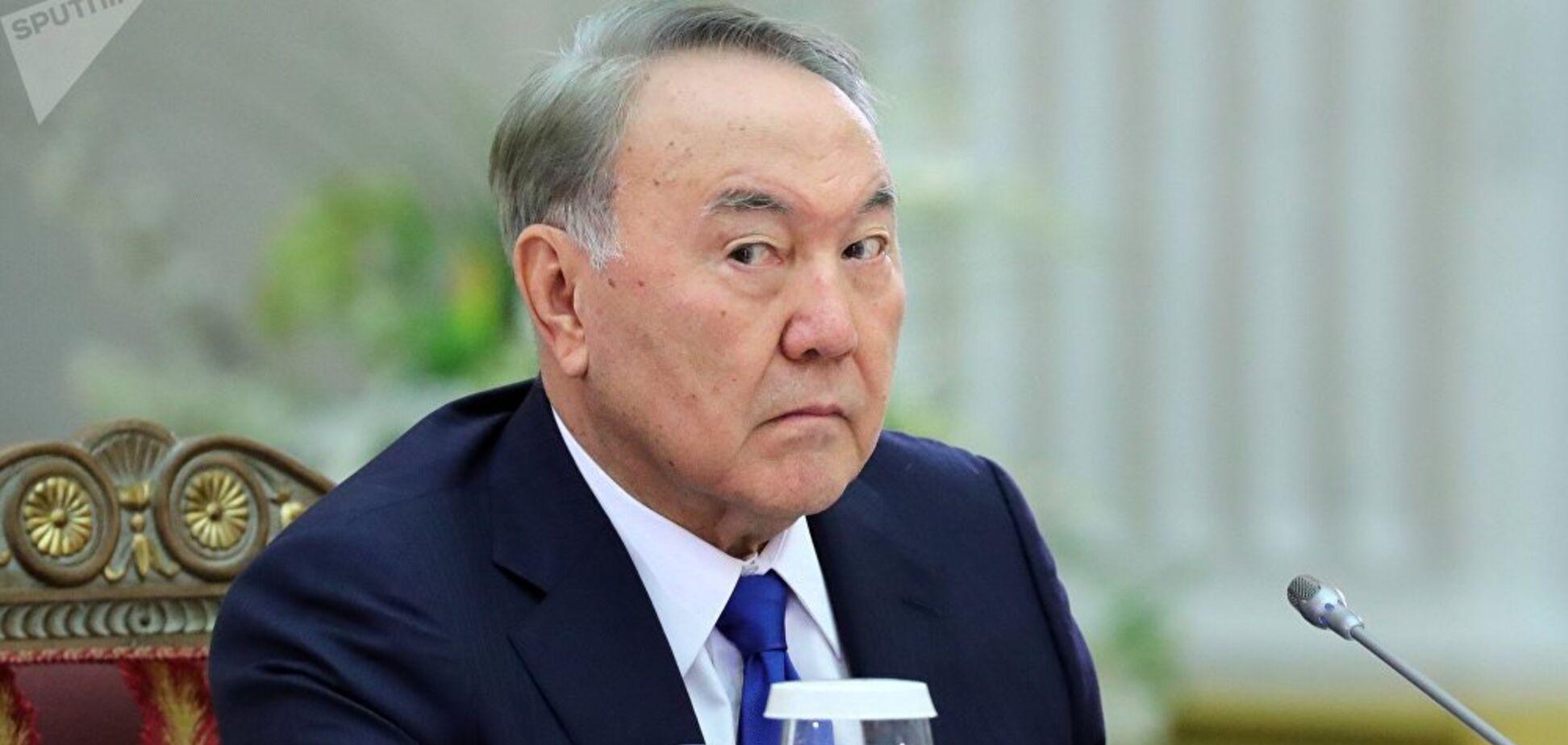 Назарбаев стал пожизненным председателем