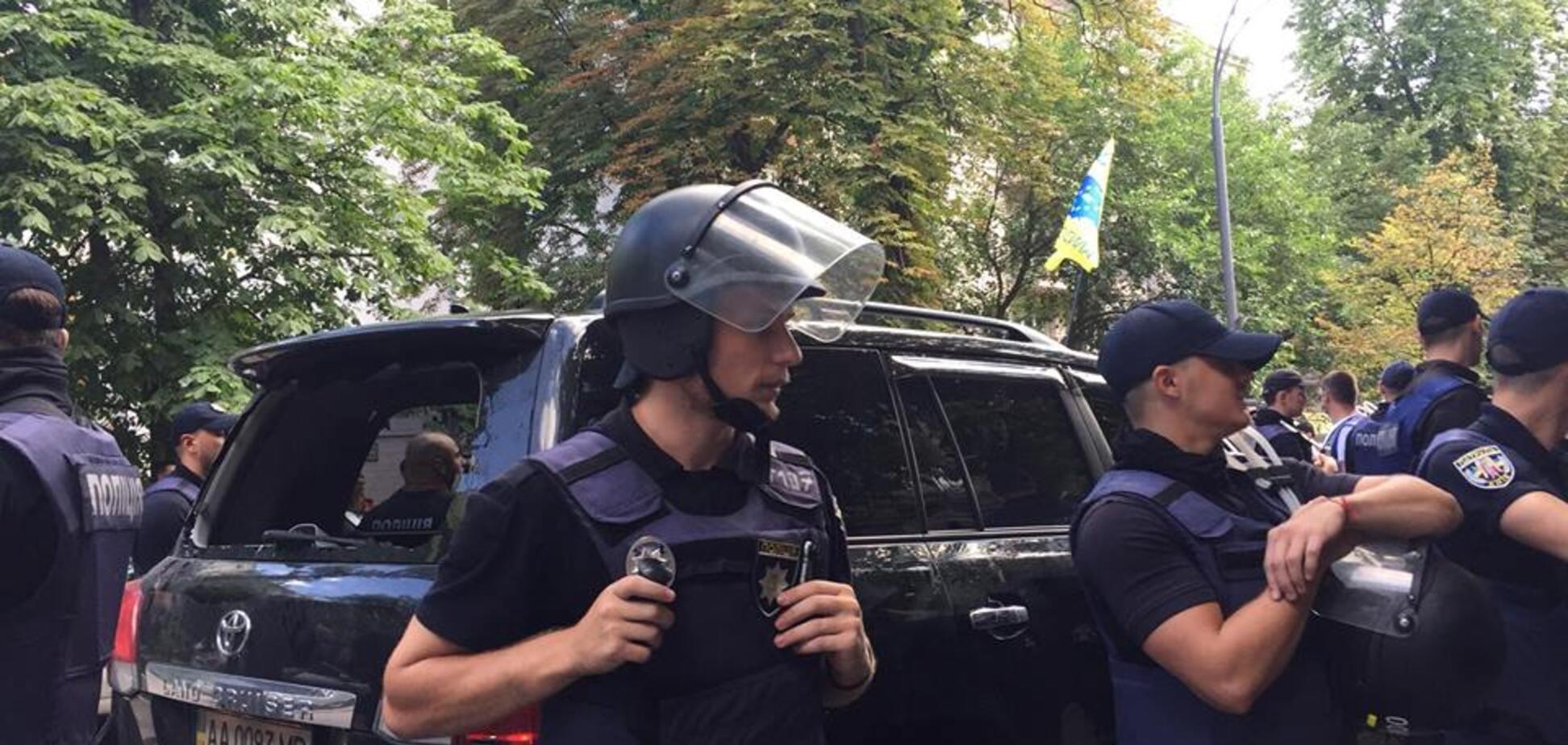 Авто нардепа сбило активиста под Радой: все подробности