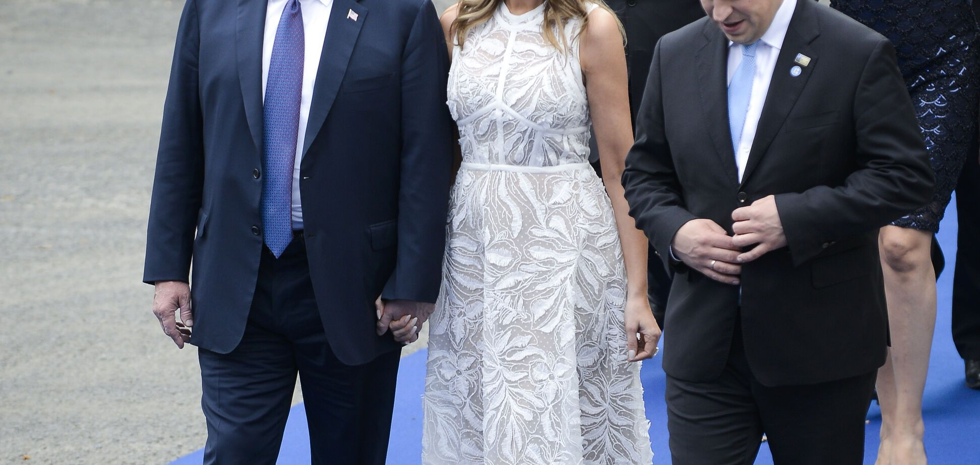 Мелания Трамп появилась на публике в полупрозрачном платье за 8 тысяч долларов
