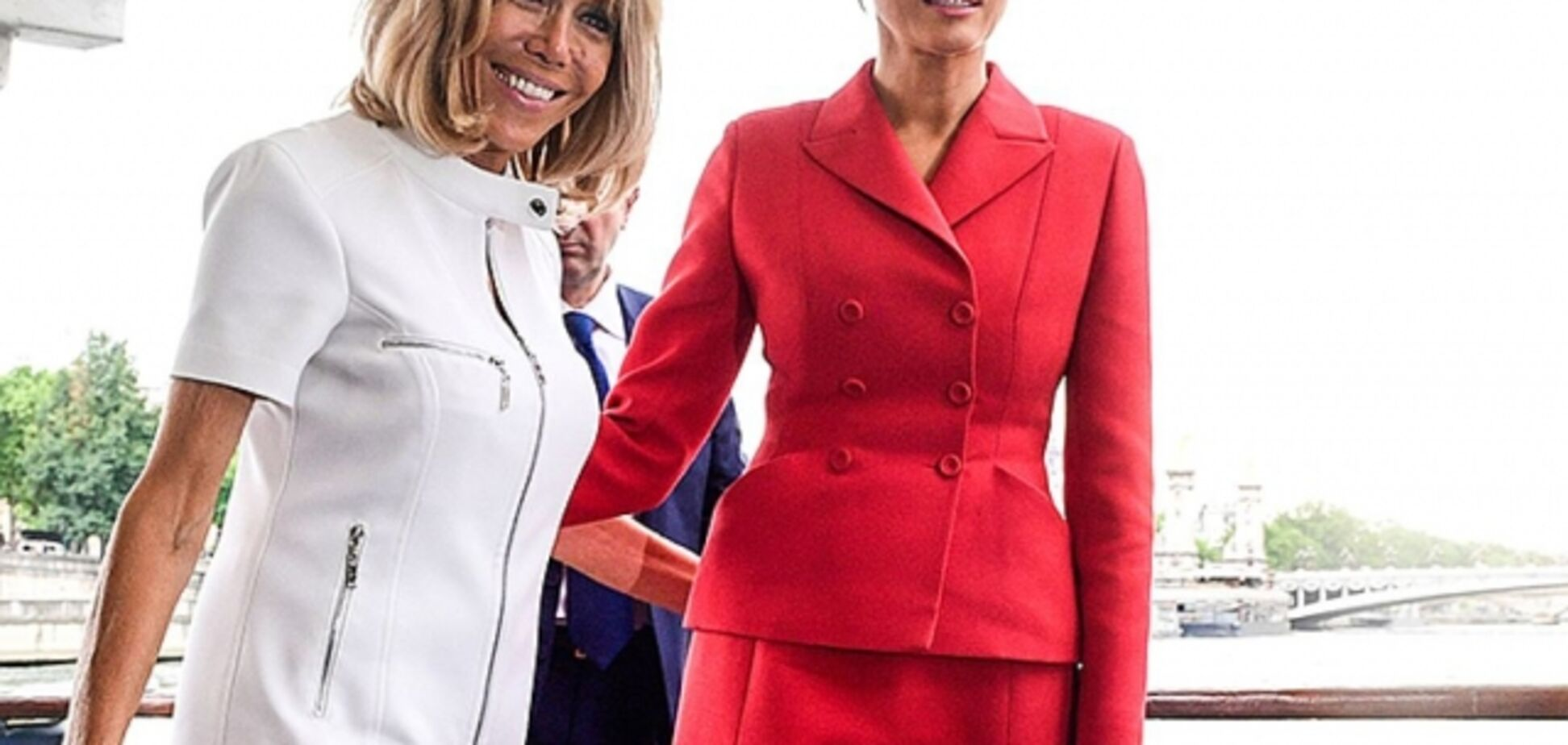 Меланию Трамп и Бриджит Макрон 'подловили' на дружеском общении