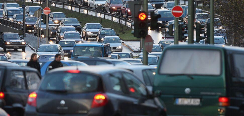 Названо количество авто на еврономерах в Украине: инфографика