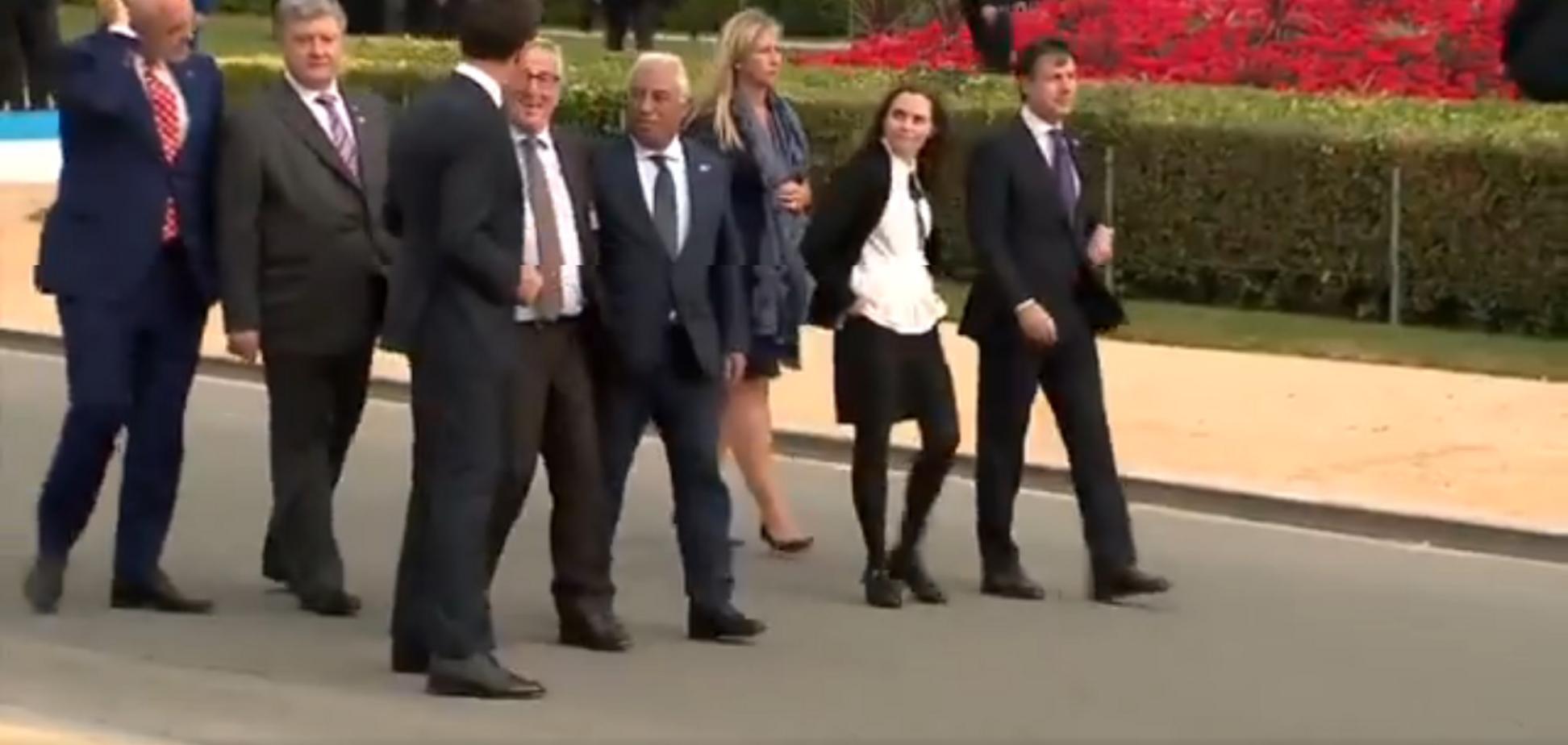 Порошенко удерживал: Юнкер заявился пьяным на саммит НАТО