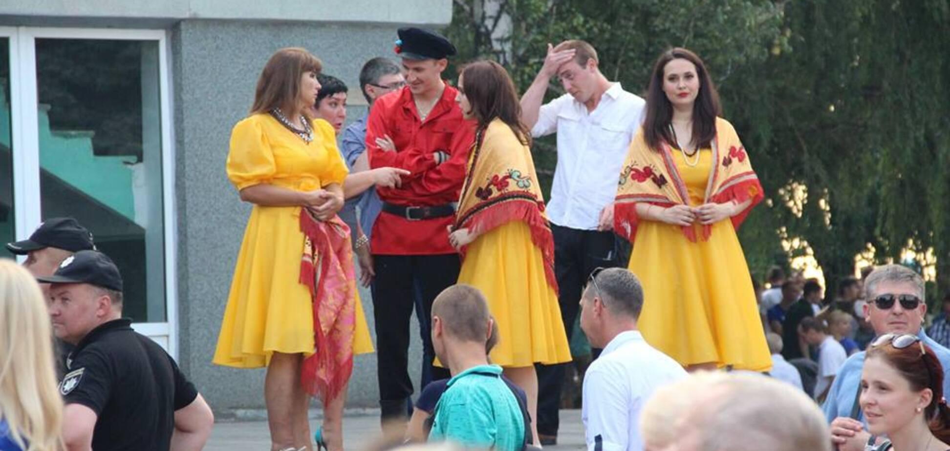 'Чмошники в кокошниках!' Украинцев разозлил праздник в прифронтовой Авдеевке