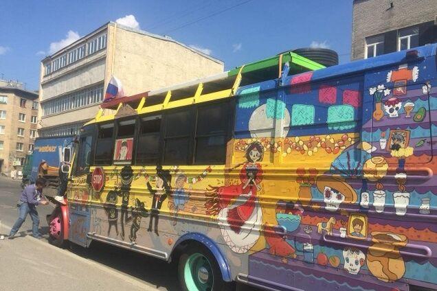 Автобус с болельщиками ЧМ-2018 сбил мотоциклиста: момент попал на видео