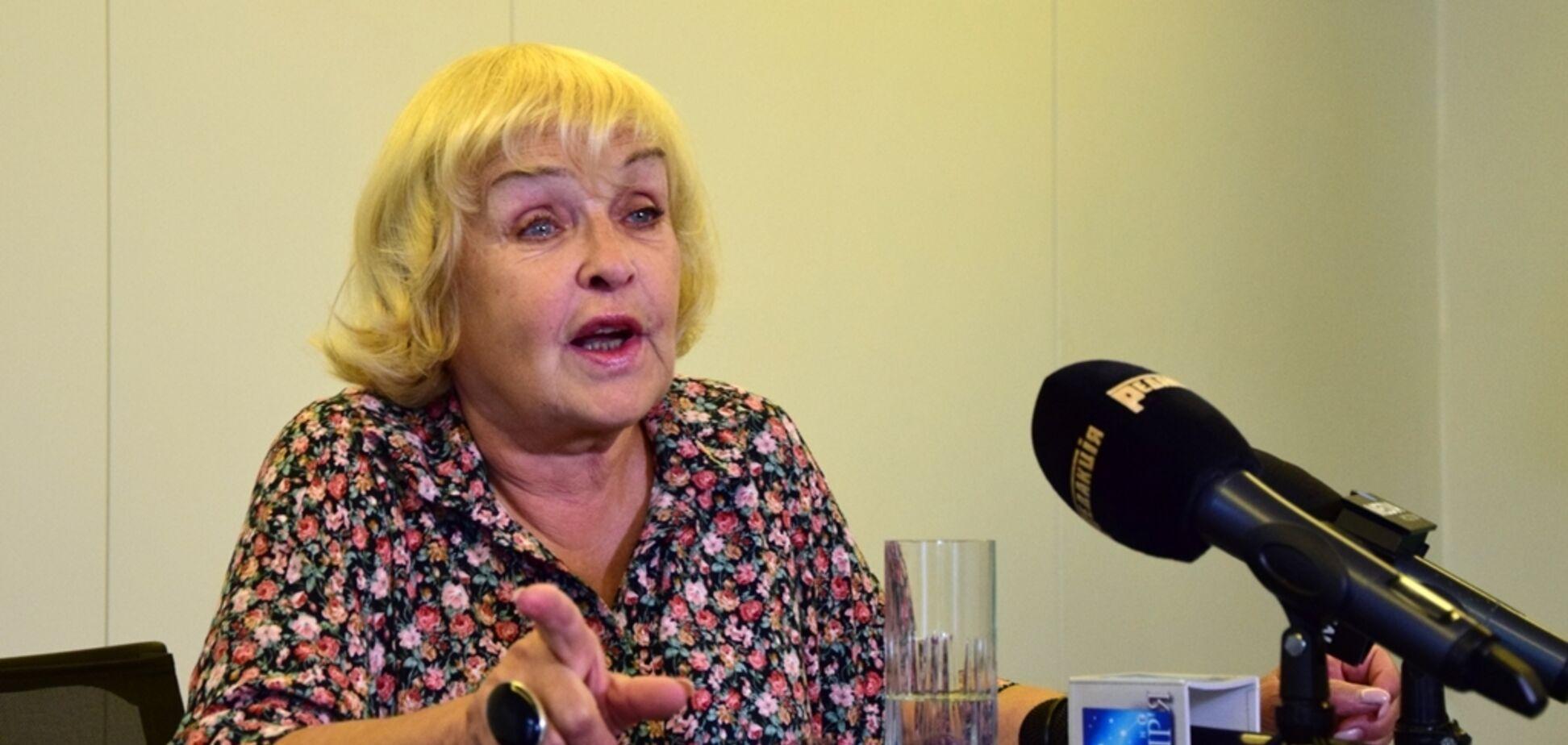 Заливают суп через нос: Роговцева рассказала о мучениях Сенцова