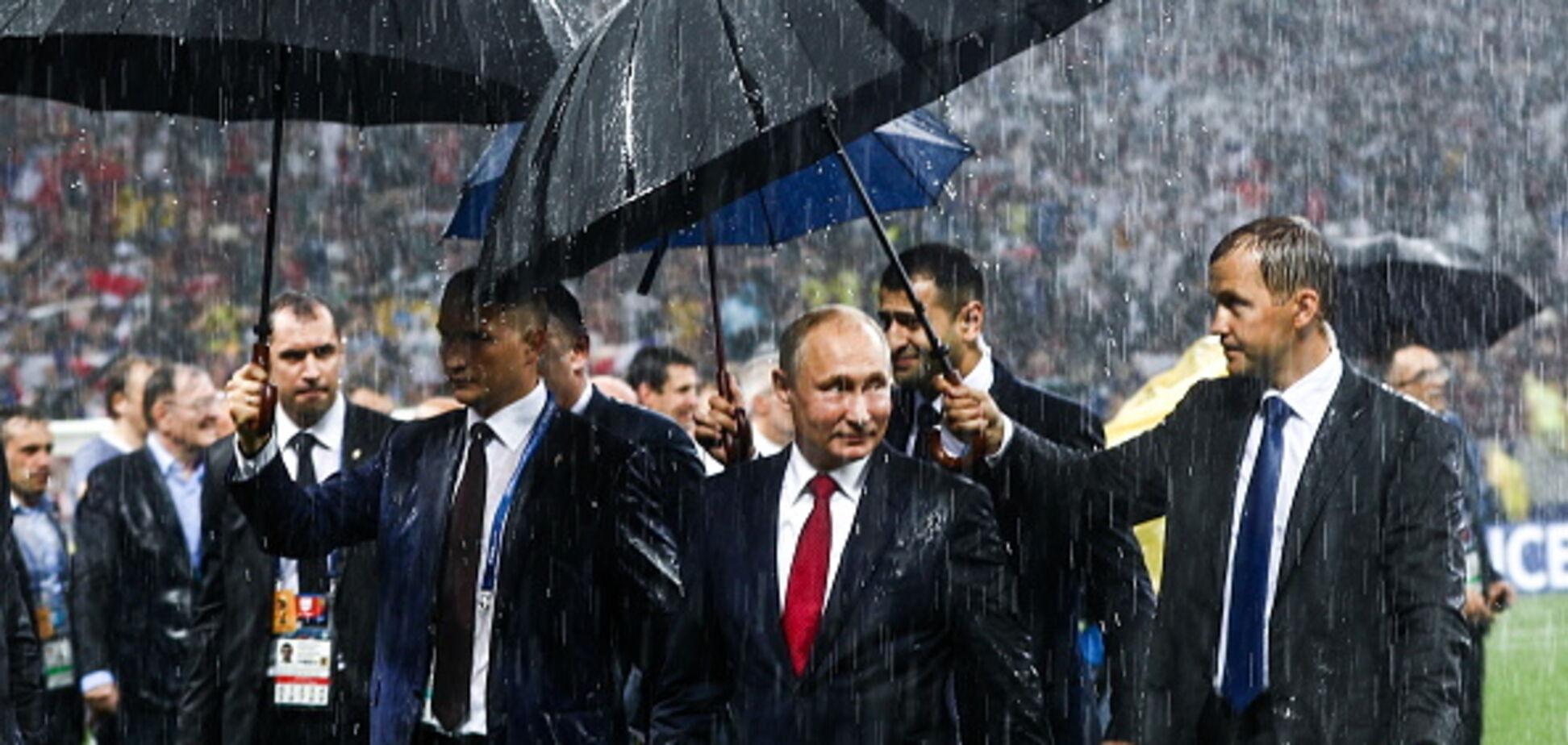 Мокрый Путин и хорватская красавица: лучшие кадры церемонии награждения ЧМ-2018