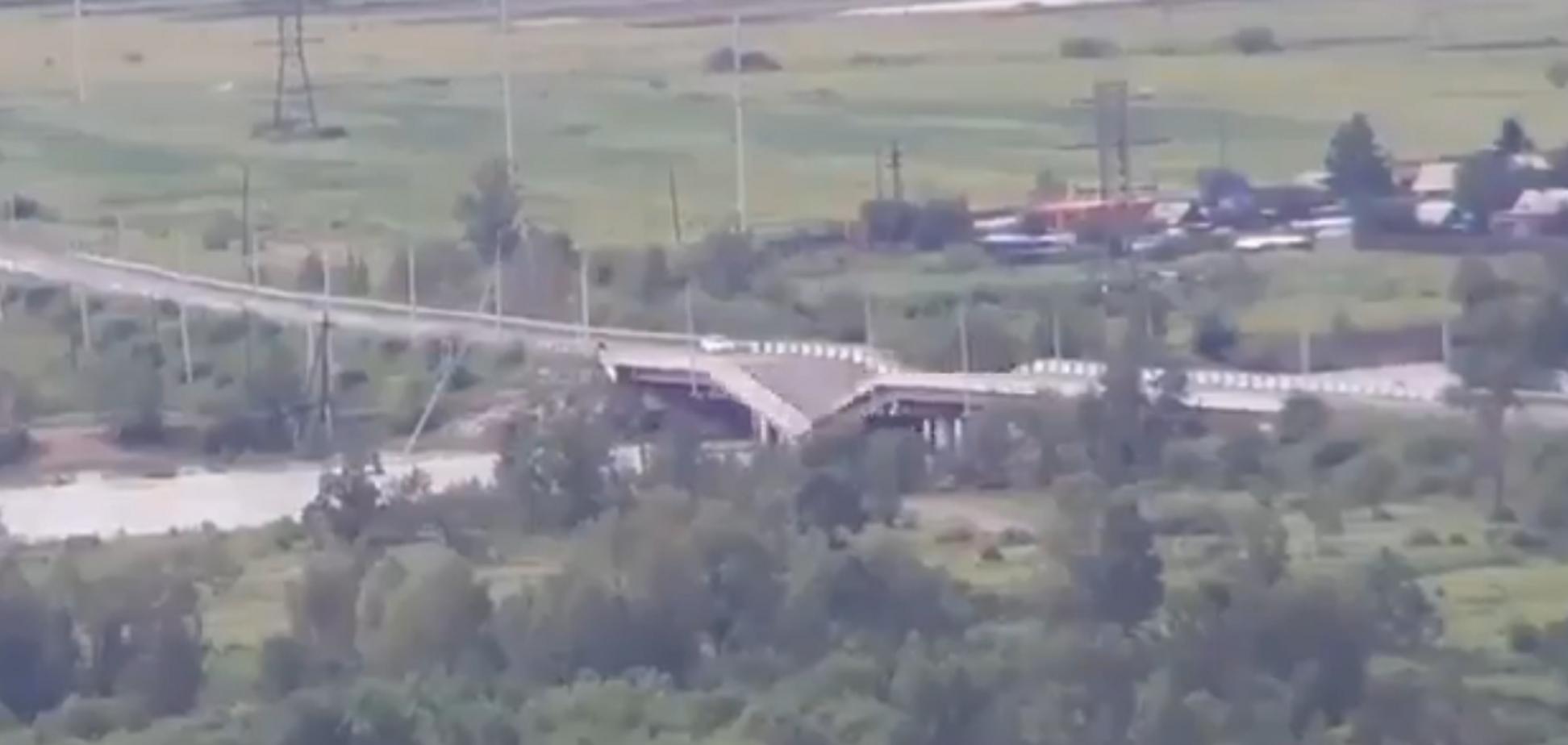 'Привіт кримському брату!' У Росії раптово обвалився міст: момент потрапив на відео