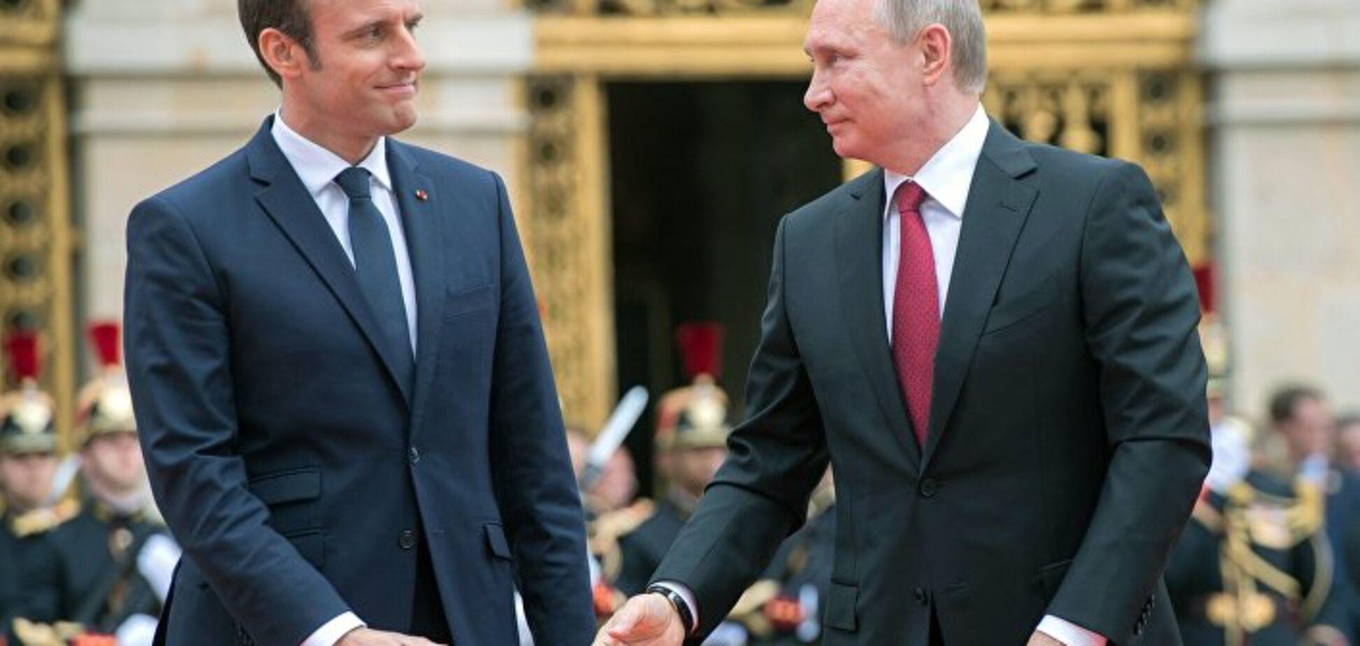 Поедает взглядом: странная реакция Путина на Макрона озадачила сеть. Фотофакт