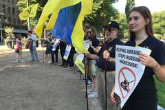 Трампе, дави: українці у Гельсінкі 'передали привіт' Путіну