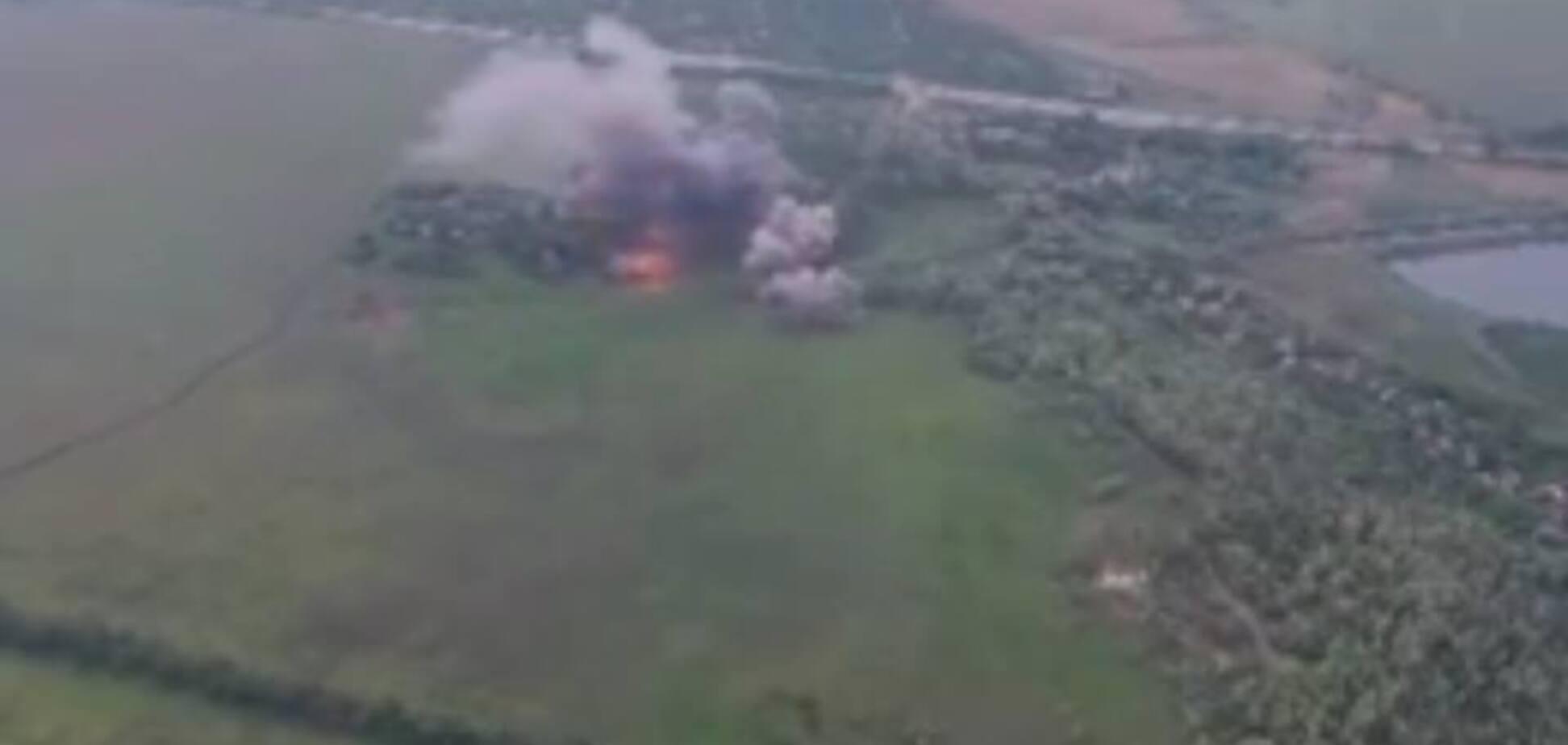 Димить і вибухає: в ЗСУ показали, як знищили позиції терористів