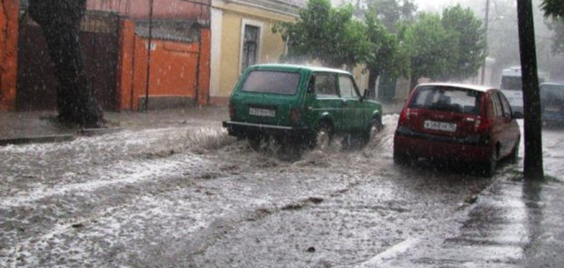 Крим затопило: з'явилося відео розгулу стихії на півострові