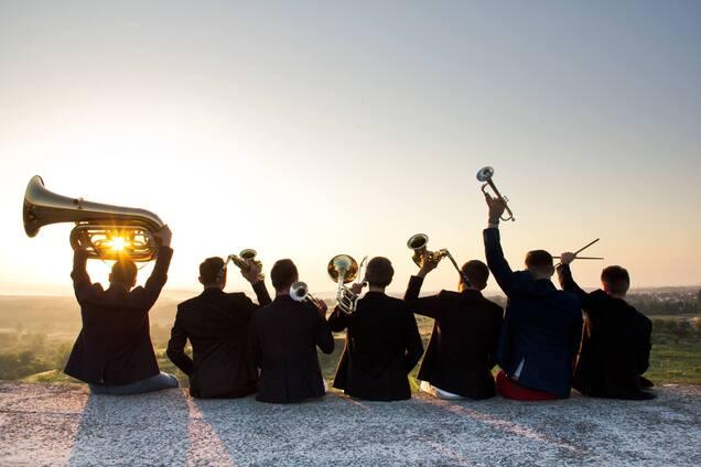 Смесь классики и зажигательных танцев: джаз-бенд ДикоBrass стал героем крупного фестиваля