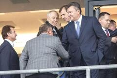 Рядом с Медведевым: Януковича засекли на матче Россия - Испания