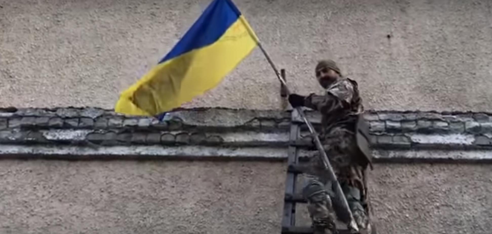 Объединенные силы вернули Украине поселок на Донбассе: появилось знаковое видео