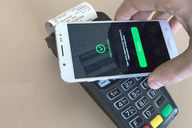 ПриватБанк открыл возможность платить с помощью услуги Apple Pay клиентам  любого украинского банка. Как сообщает пресс-служба финучреждения, для  этого нужно ... dc504712d4b