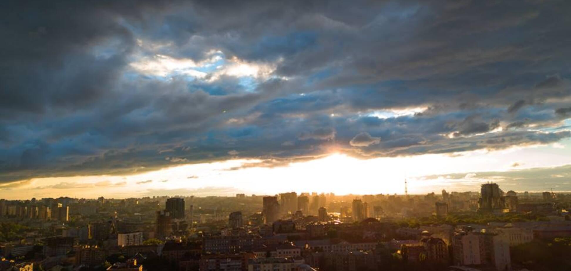 Захід в Києві з висоти: опубліковані неймовірні фото