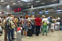 Українські туристи знову не вилетіли на відпочинок: список скасованих і затриманих рейсів
