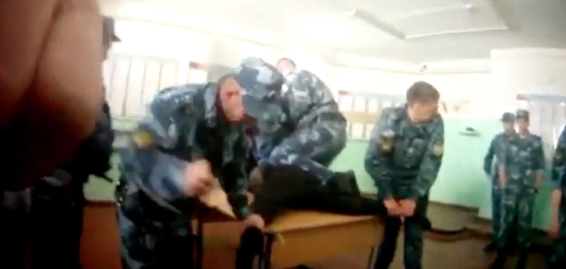 Слабонервным не смотреть: появилось видео жестоких пыток в российской колонии