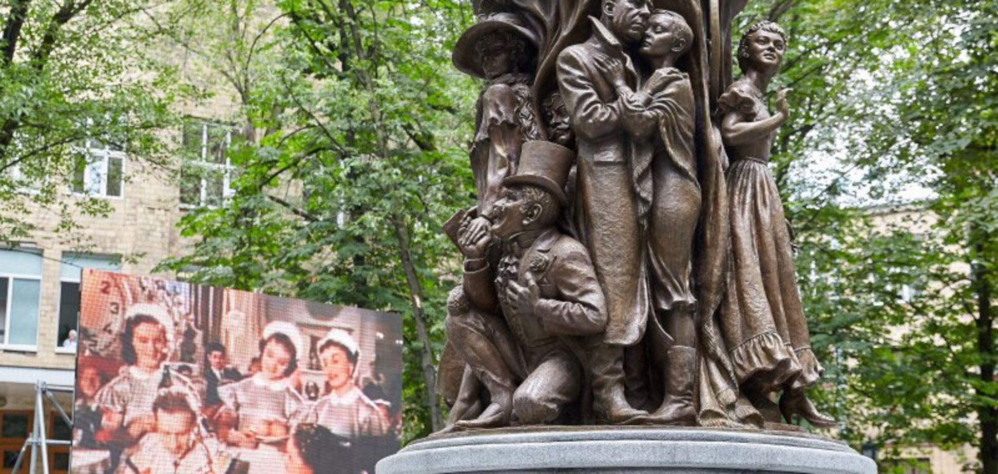 На новом памятнике актрисе из РФ в Харькове нашли грубые опечатки