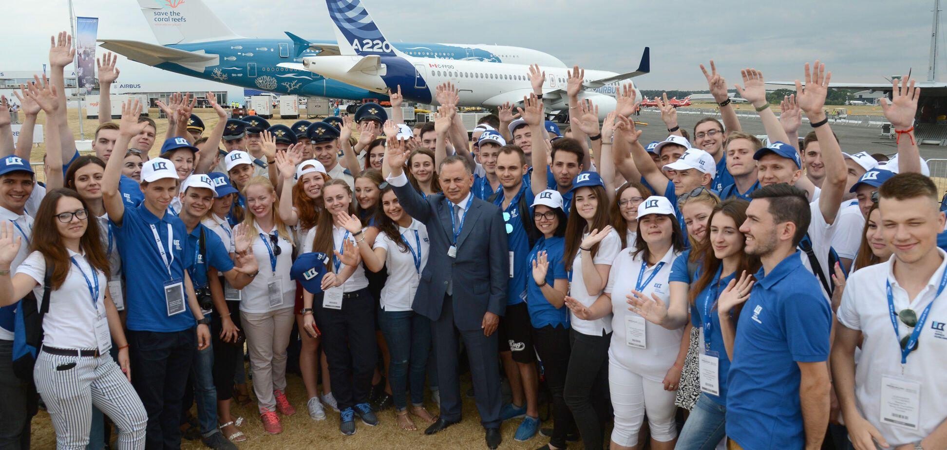 'Мы гордимся нашей страной!' Лучшие студенты Украины посетили крупнейший авиасалон Фарнборо