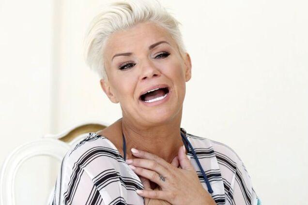 Британскую телезвезду подловили топлес: интимные фото знаменитости