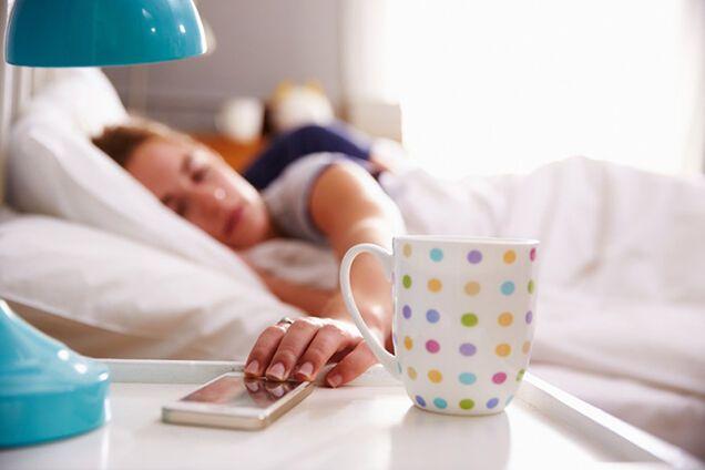 Названы страшные последствия недостатка сна в рабочие дни