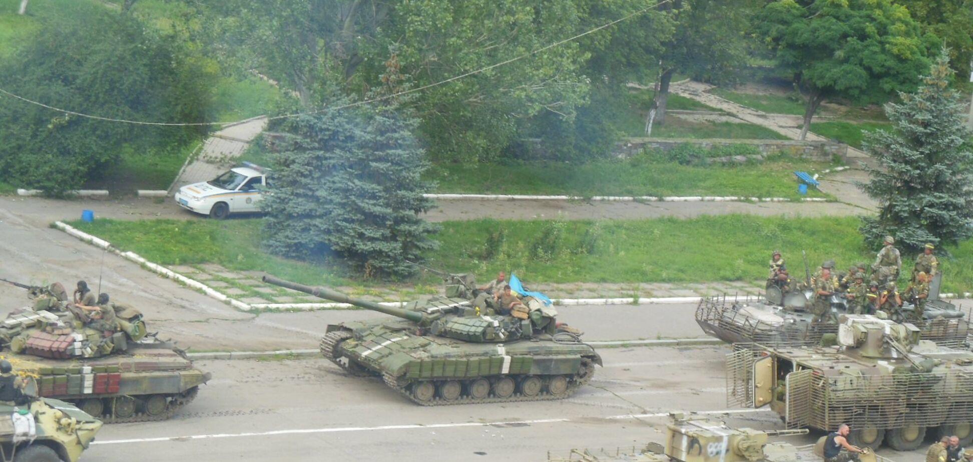 Подняли флаг Украины! В сети напомнили о знаковом событии на Донбассе