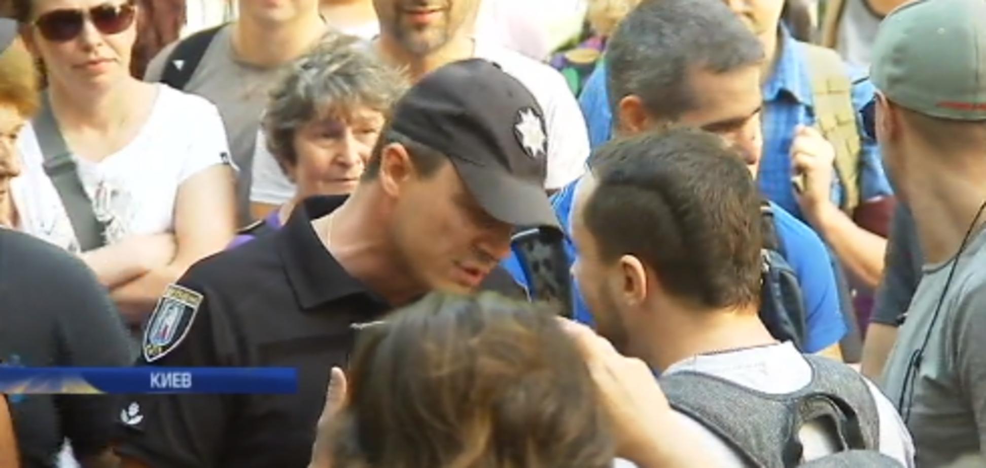 'Куда премии ушли?' В Киеве из-за 'Нафтогаза' устроили разборки под зданием НКРЭ