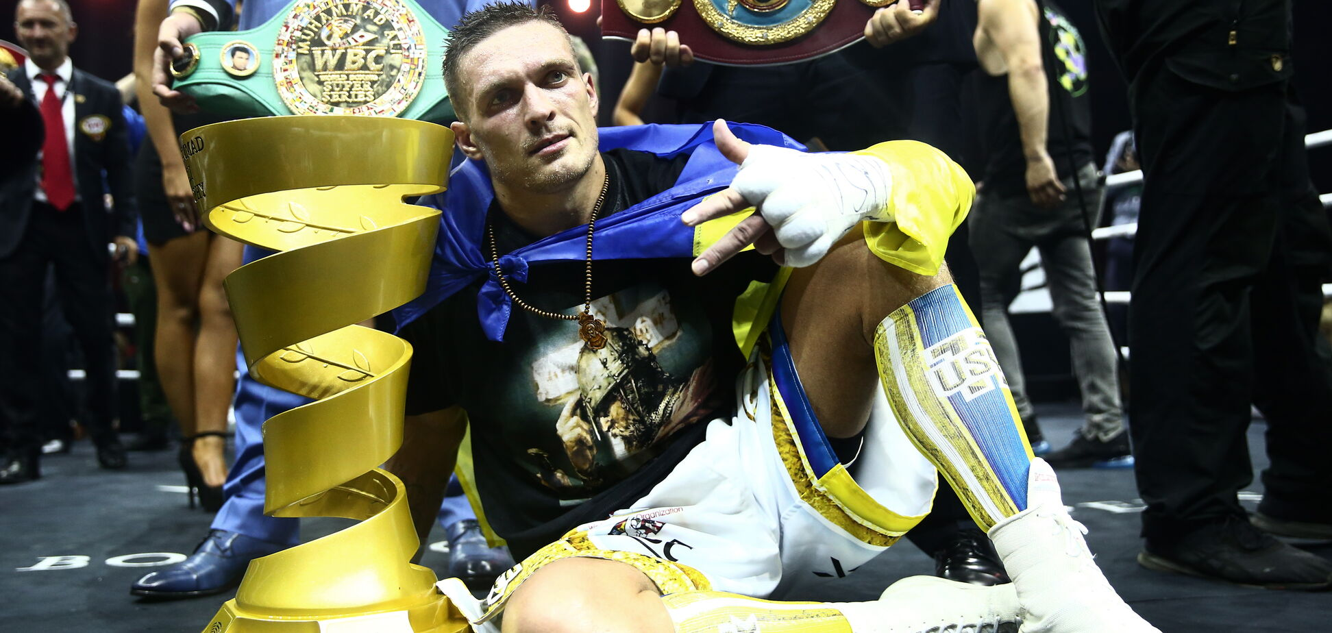 Усик переміг Гассієва в фіналі WBSS і став абсолютним чемпіоном світу