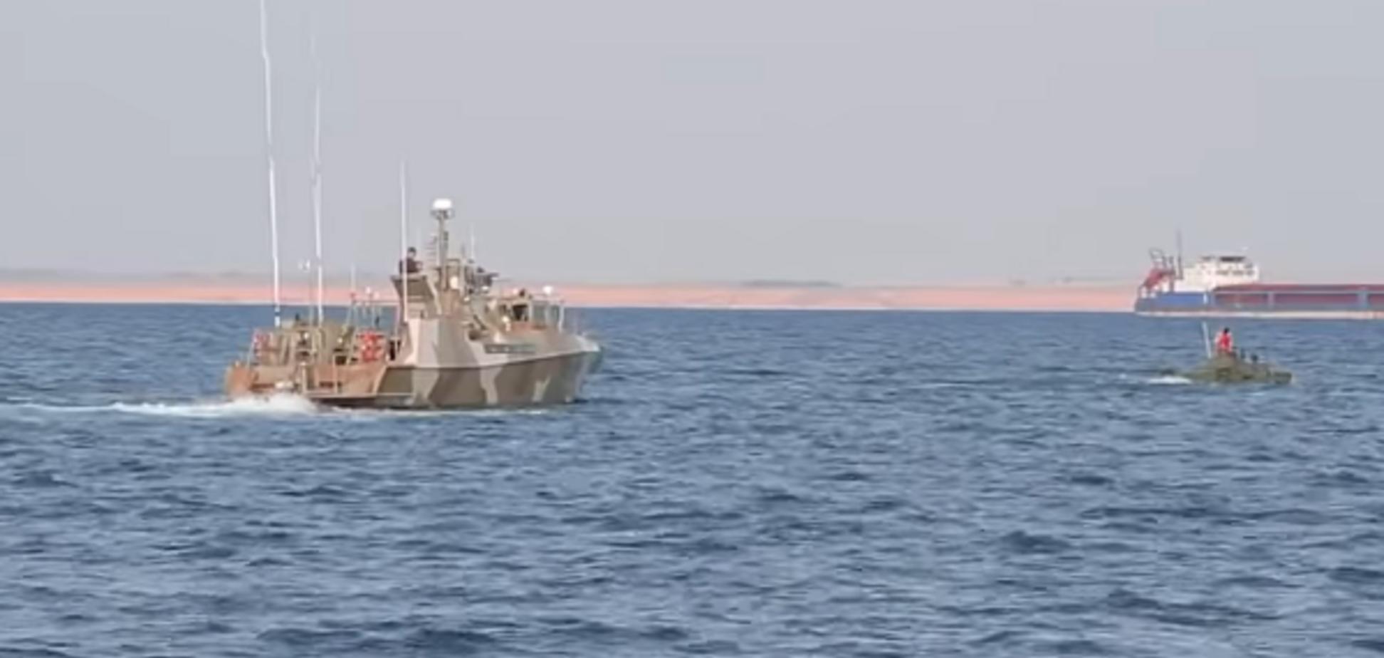 Бронемашины оккупантов форсировали Керченский пролив