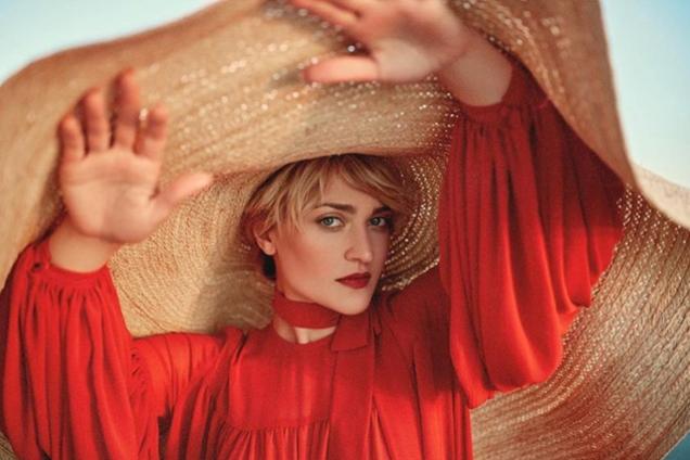 Российская певица скопировала образ украинки в клипе: фотофакт