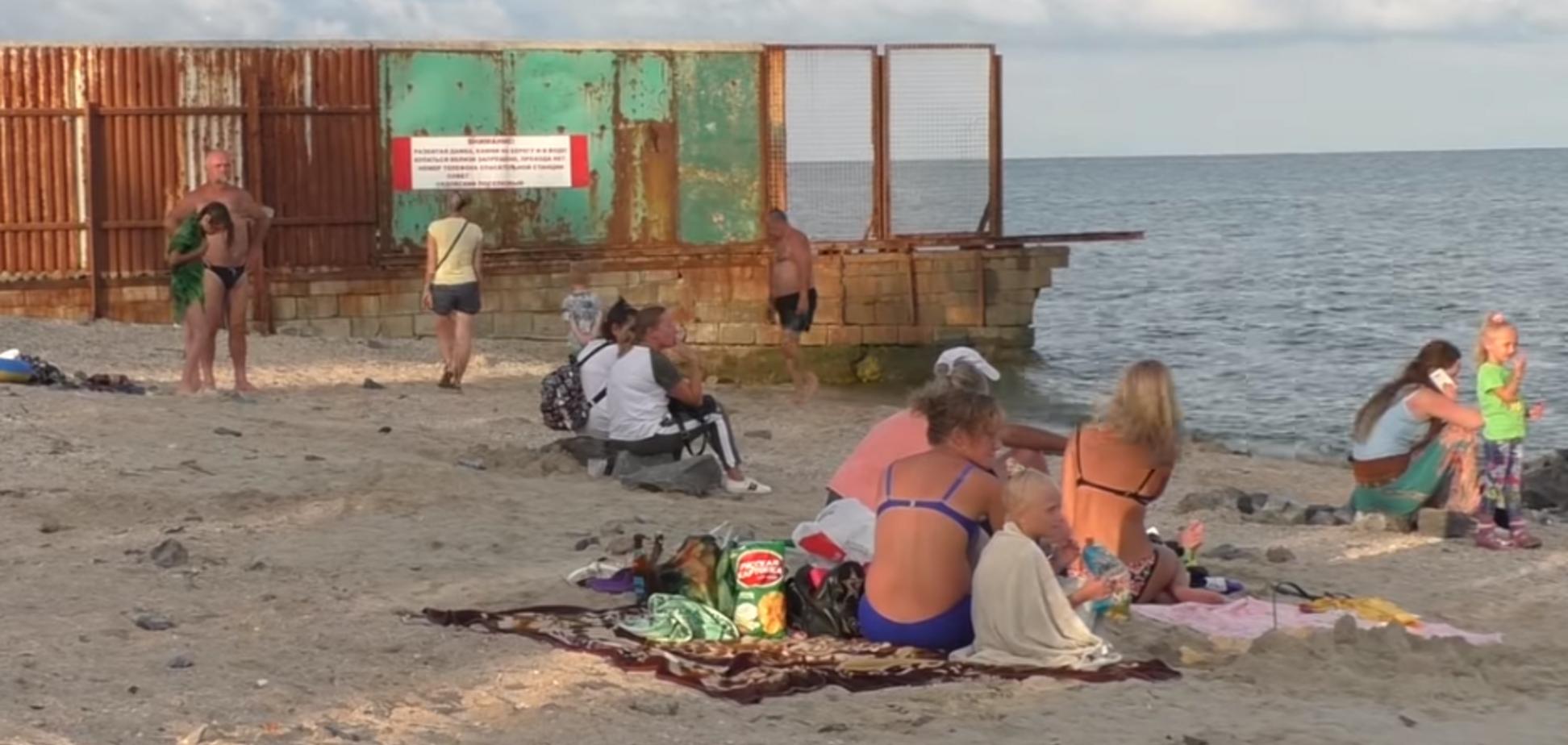 'В 10 вечера домой': как отдыхают на единственном курорте в 'ДНР'
