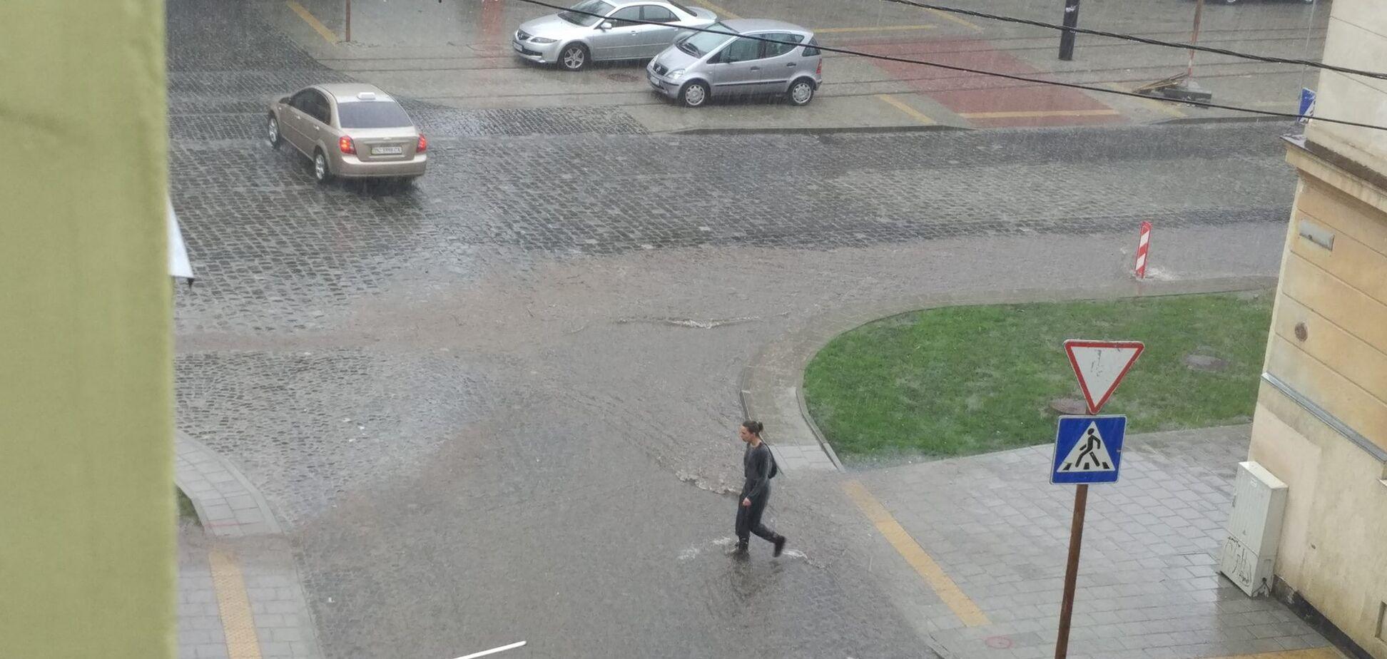 'Такий сором!' В мережі розлютилися через відео з затопленням у Львові