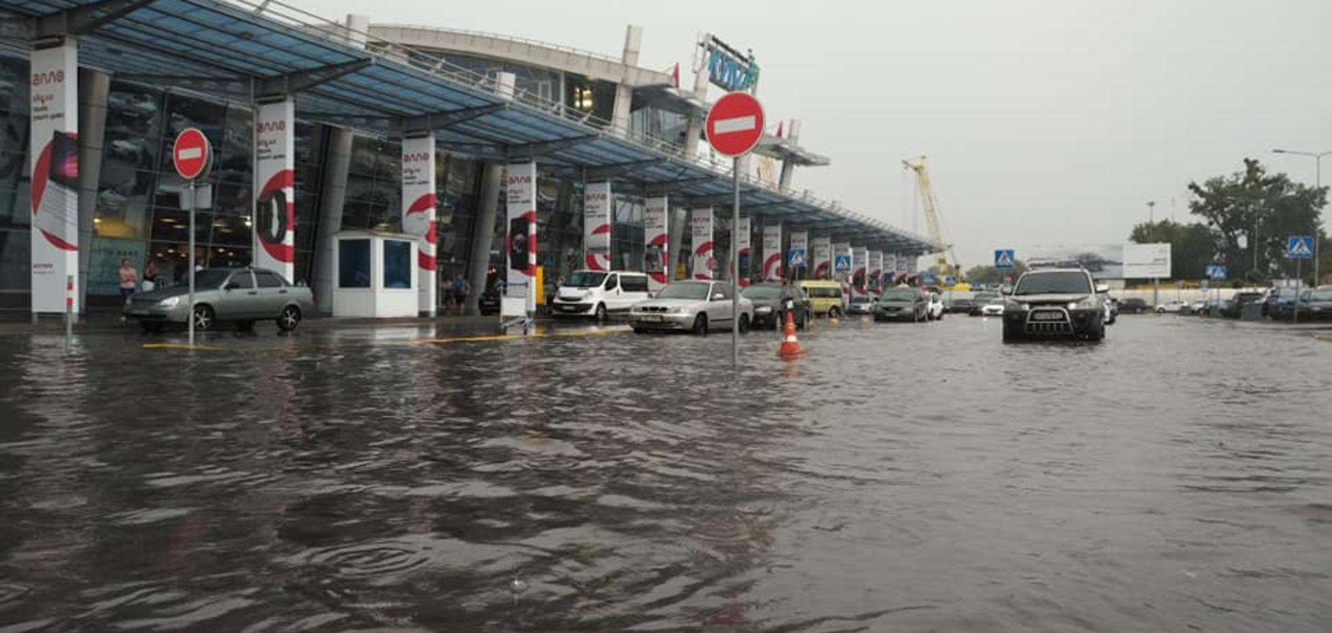 У Києві злива затопила аеропорт 'Жуляни': опубліковано фото
