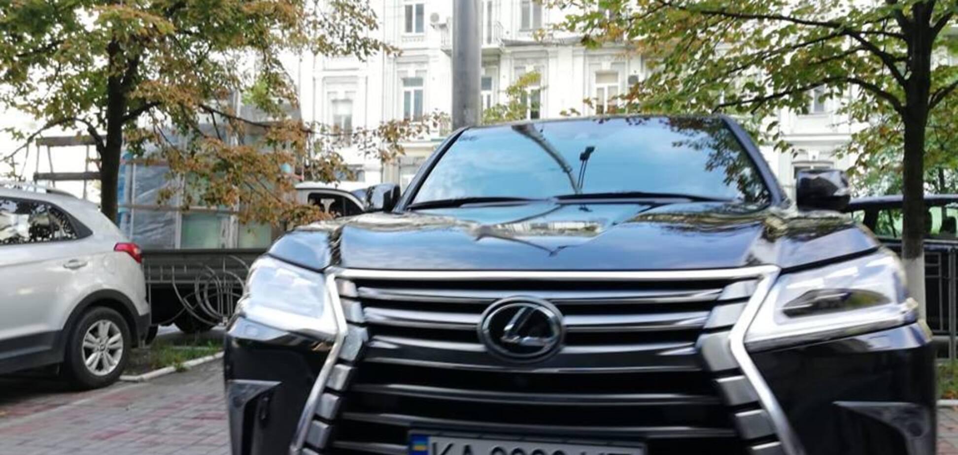 Активисты нашли у зампредседателя ФПУ элитное авто